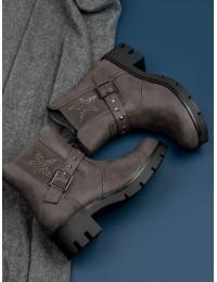 Pilki stilingi batai dekoruoti žėrinčia žvaigžde