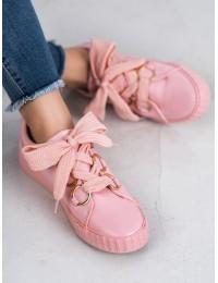 Rožinės spalvos išskirtiniai bateliai