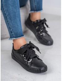 Juodos spalvos išskirtiniai bateliai