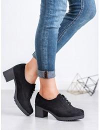 Juodi klasikinio stiliaus batai