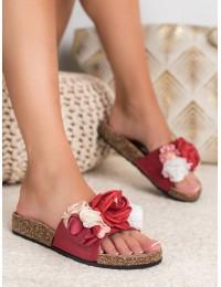 Raudonos spalvos šlepetės su gėlėmis
