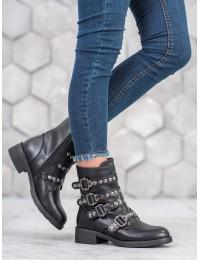 Stilingi juodi batai