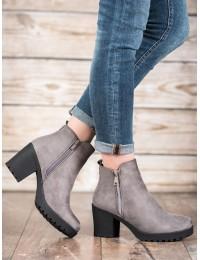 Madingi pilkos spalvos batai