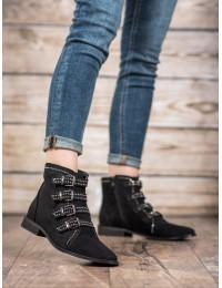 Zomšiniai juodi batai dekoruoti stilingomis sagtelėmis