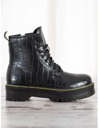 Madingi suvarstomi batai su masyvia platforma - NC1002B