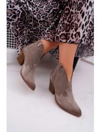 Natūralios odos stilingi kapučino spalvos zomšiniai aulinukai su patogiu kulnu - 2451 CAPP/W