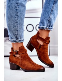 Rudi stilingi zomšiniai batai papuošti stilingu dirželiu - 21-10546 CAMEL