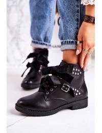 Moteriški juodi auliniai batai su sagtimis ir kaspino stiliaus raišteliais - A3300-D BLK