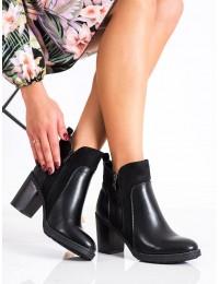 Juodi klasikinio dizaino batai - YL54B